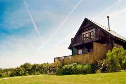 Gwel-an-Mor-Cornwall-Holiday-Resort-Lowena-Lodge-Exterior